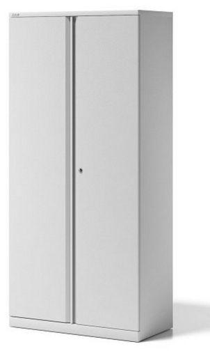 weißer Bürostahlschrank mit abschließbaren Flügeltüren und höhenverstellbaren Standfüßen