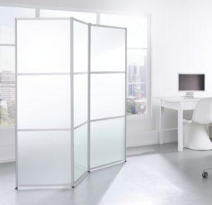 Raumteiler mit 3 frei beweglichen Faltarmen