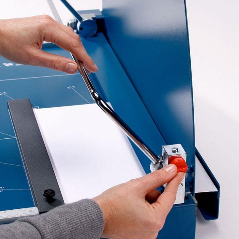 Folien- und Papierschneidemaschine