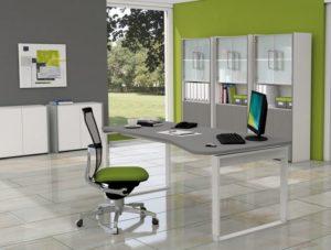 grafitfarbener Computerschreibtisch und Büroschränken