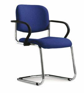 gepolsteter Freischwinger mit blauem Sitzbezug