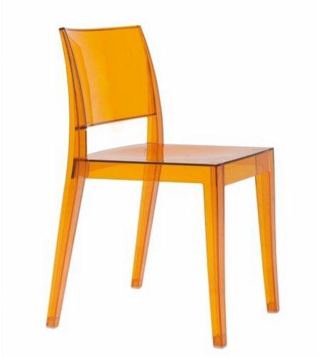 stapelbarer Stuhl aus witterungsbeständigem Polycarbonat transparent bernsteinfarbig