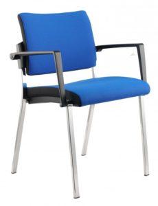 Veranstaltungsstuhl mit einem schwerentflammbaren Sitzbezug