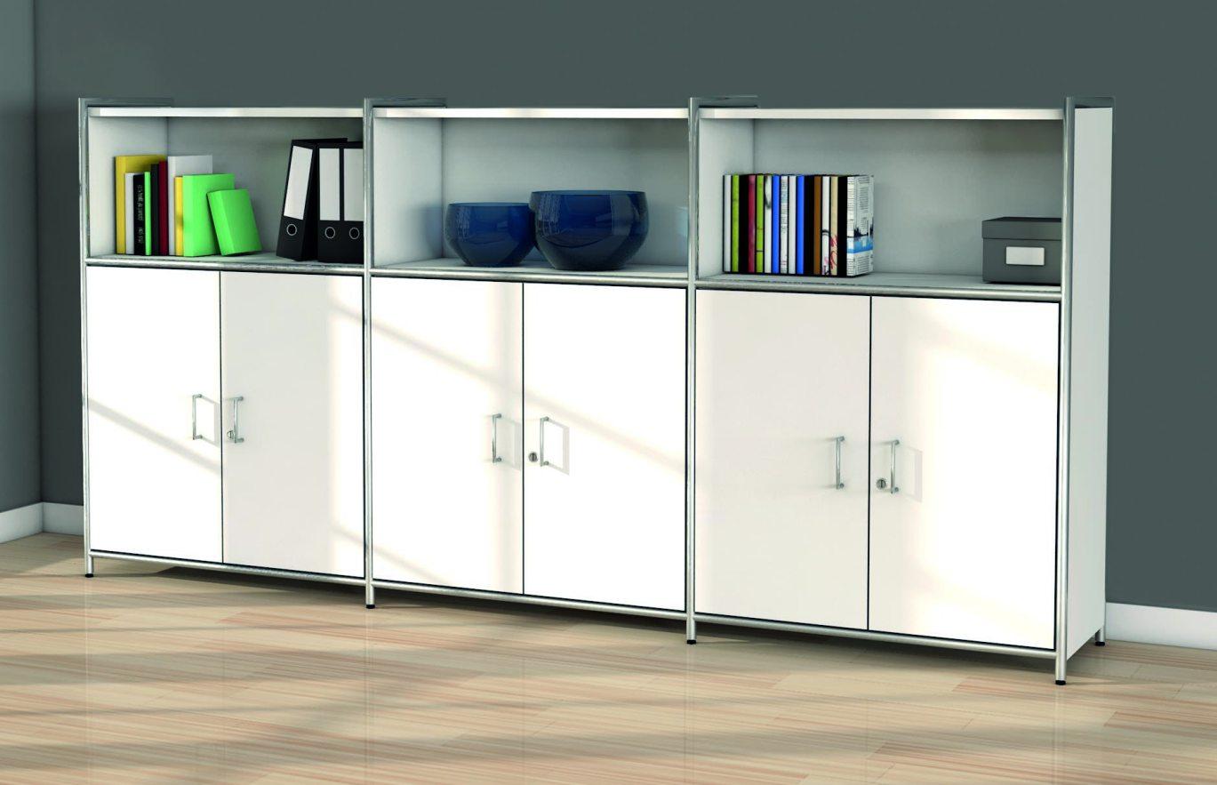 Büroschrank mit abschließbaren Schrankfächer und offene Schrankfächer