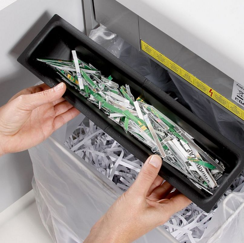 Aktenvernichter mit großem Auffangbehälter für Papierschnipsel