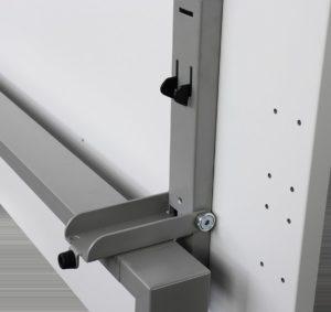 Klapptisch mit einklappbarer Tischplatte  und Einrastmechanismus