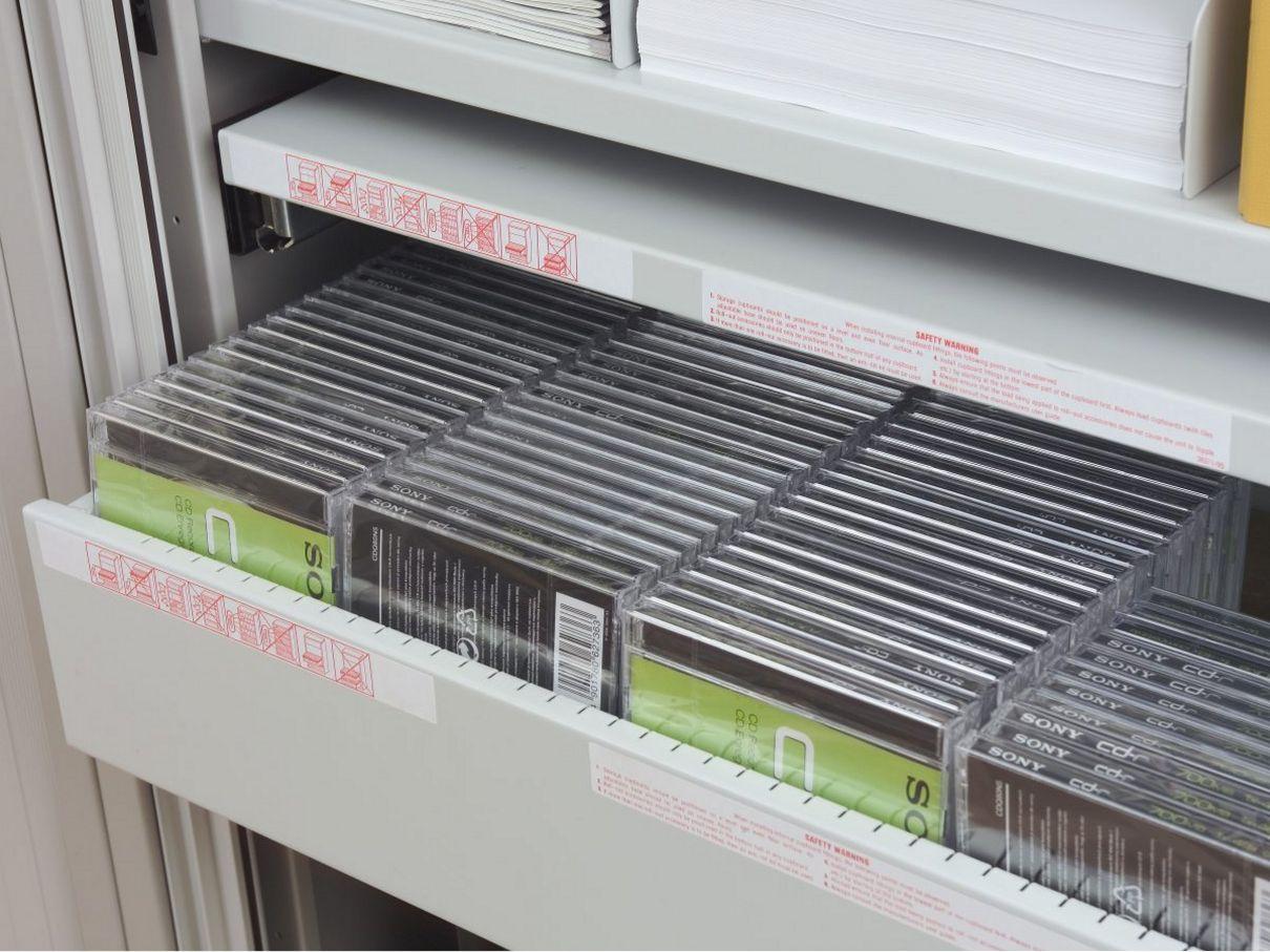 Rollladen-Büroschrank mit ausziehbarer Schublade
