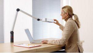 frei positionierbare Schreibtischlampe-Tischmontage
