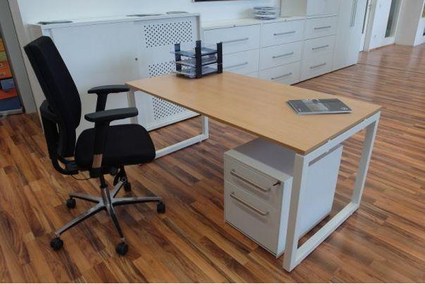 stabiler Büro-Schreibtisch Kufen-Stahlgestell